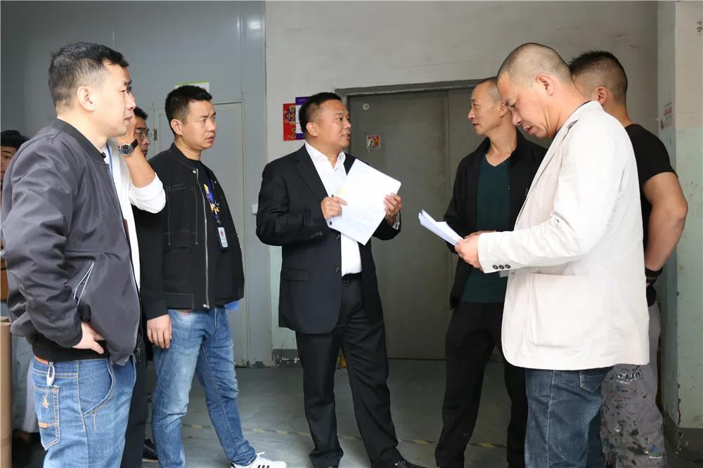 龙港新城督查指导平安建设工作,牢筑企业安全屏障