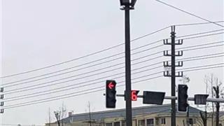 龙港一路口直行绿灯不亮你敢走吗?