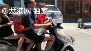 """龙港一电动车""""一载三"""" 小编问:这样载儿童安全吗?车主说:""""很安全"""""""